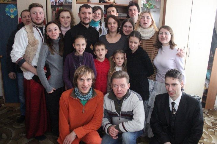 В Днепродзержинске львовские студенты выступили в женской колонии и спели колядки вместе с Дмитрием Ярошем (фото) - фото 3