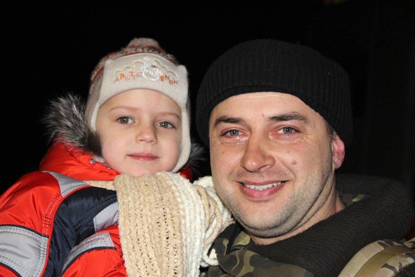 Як у Львові зустріли Героїв АТО: додому повернулись 500 десантників (ФОТОРЕПОРТАЖ) (фото) - фото 15