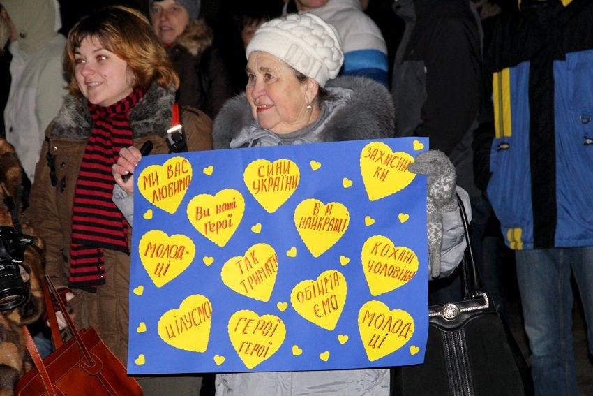 Як у Львові зустріли Героїв АТО: додому повернулись 500 десантників (ФОТОРЕПОРТАЖ) (фото) - фото 21