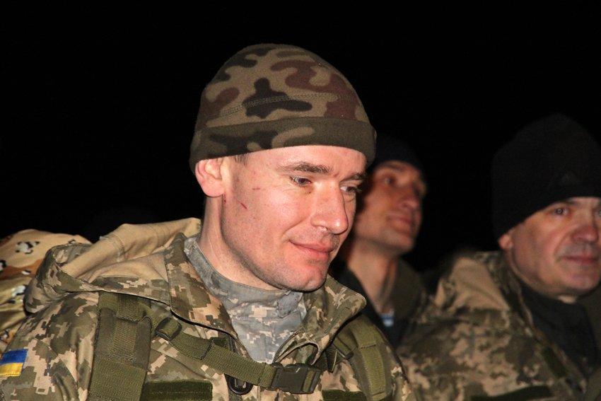 Як у Львові зустріли Героїв АТО: додому повернулись 500 десантників (ФОТОРЕПОРТАЖ) (фото) - фото 27
