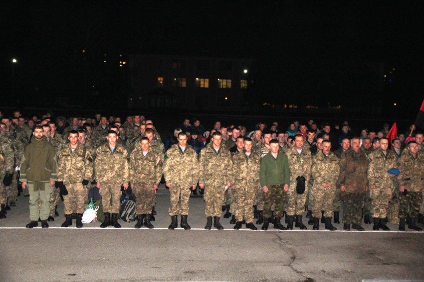 Як у Львові зустріли Героїв АТО: додому повернулись 500 десантників (ФОТОРЕПОРТАЖ) (фото) - фото 6