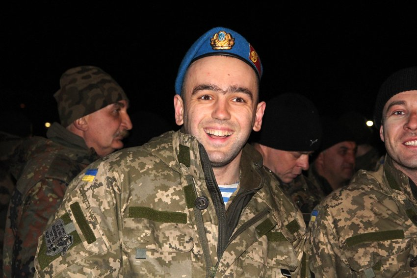 Як у Львові зустріли Героїв АТО: додому повернулись 500 десантників (ФОТОРЕПОРТАЖ) (фото) - фото 8