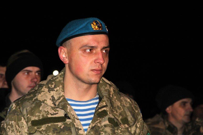 Як у Львові зустріли Героїв АТО: додому повернулись 500 десантників (ФОТОРЕПОРТАЖ) (фото) - фото 1
