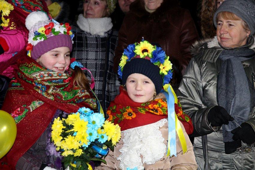 Як у Львові зустріли Героїв АТО: додому повернулись 500 десантників (ФОТОРЕПОРТАЖ) (фото) - фото 20