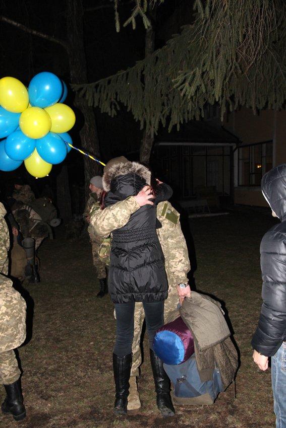 Як у Львові зустріли Героїв АТО: додому повернулись 500 десантників (ФОТОРЕПОРТАЖ) (фото) - фото 17