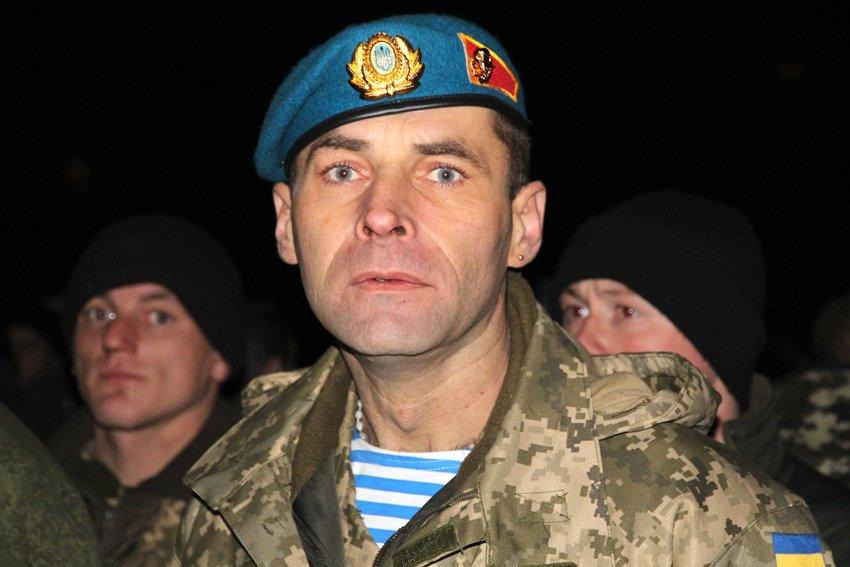 Як у Львові зустріли Героїв АТО: додому повернулись 500 десантників (ФОТОРЕПОРТАЖ) (фото) - фото 12
