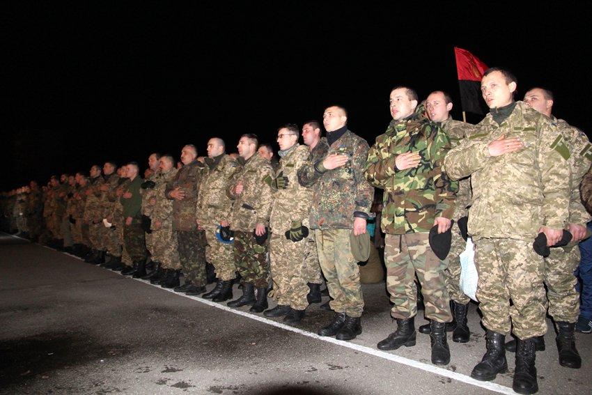 Як у Львові зустріли Героїв АТО: додому повернулись 500 десантників (ФОТОРЕПОРТАЖ) (фото) - фото 4