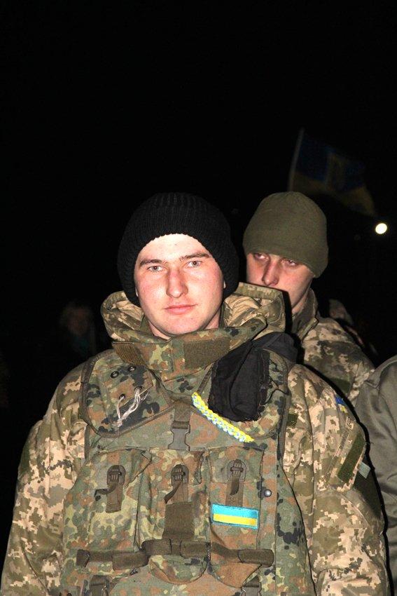 Як у Львові зустріли Героїв АТО: додому повернулись 500 десантників (ФОТОРЕПОРТАЖ) (фото) - фото 9