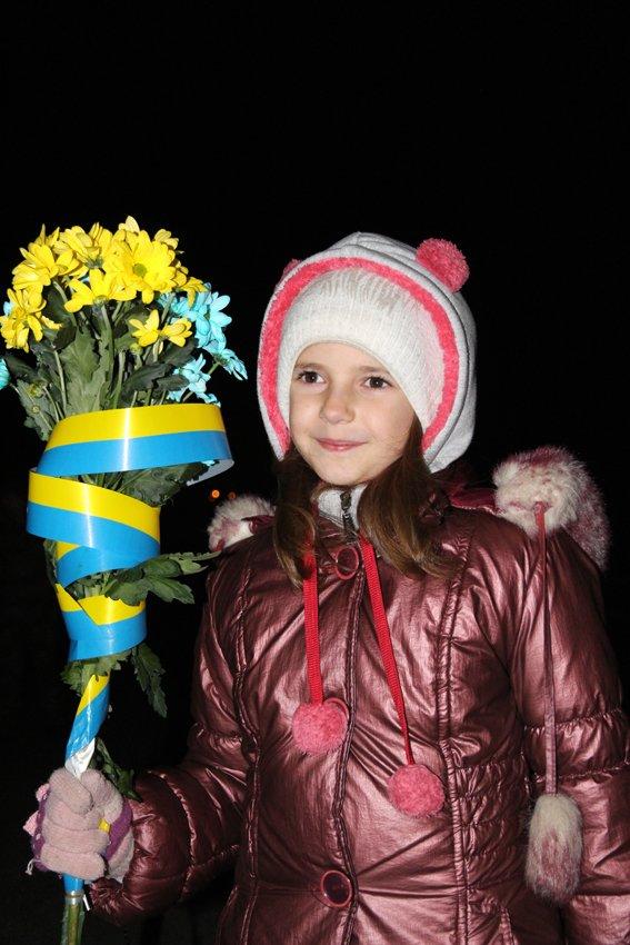 Як у Львові зустріли Героїв АТО: додому повернулись 500 десантників (ФОТОРЕПОРТАЖ) (фото) - фото 23