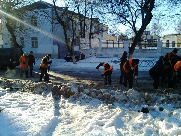 Опомнились: в Николаеве начали расчищать трамвайные пути (ФОТОРЕПОРТАЖ), фото-1