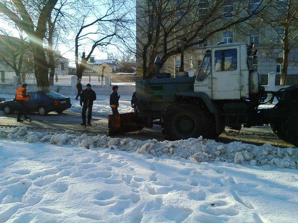 Опомнились: в Николаеве начали расчищать трамвайные пути (ФОТОРЕПОРТАЖ) (фото) - фото 2