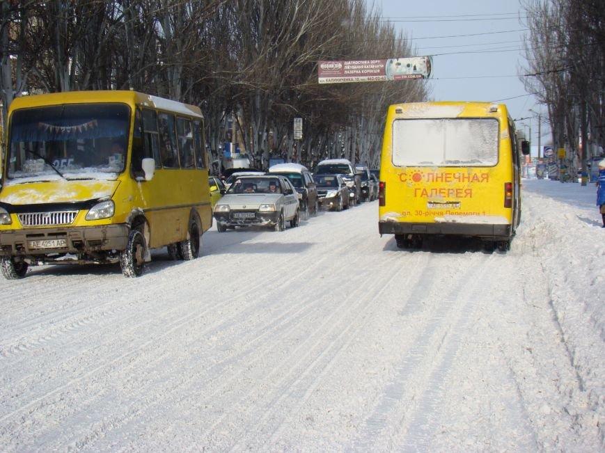 Когда снег начал таять, на криворожские дороги направили 31 еденицу спецтехники (ФОТО) (фото) - фото 1