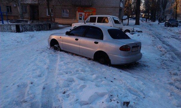 ФОТОФАКТ: В Запорожье у машин продолжают воровать колеса (фото) - фото 2