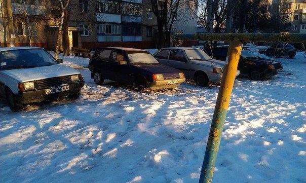 ФОТОФАКТ: В Запорожье у машин продолжают воровать колеса (фото) - фото 1