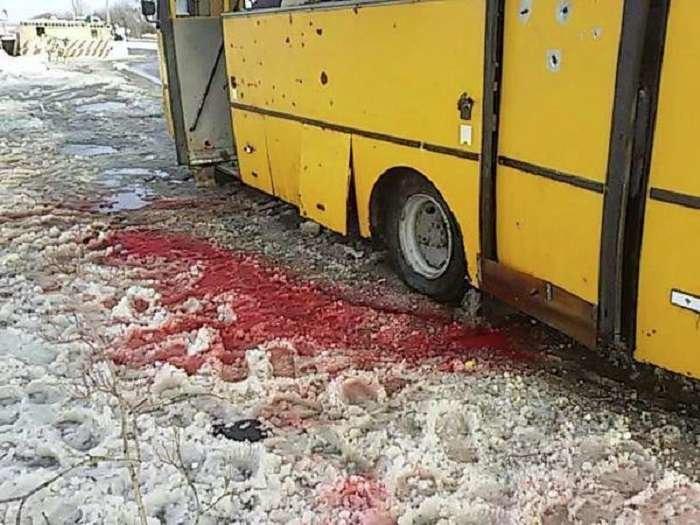У лікарні загинуло ще двоє пасажирів автобусу, який потрапив під обстріл під Волновахою (ФОТОРЕПОРТАЖ) (фото) - фото 7