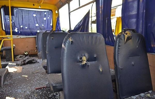 У лікарні загинуло ще двоє пасажирів автобусу, який потрапив під обстріл під Волновахою (ФОТОРЕПОРТАЖ) (фото) - фото 2