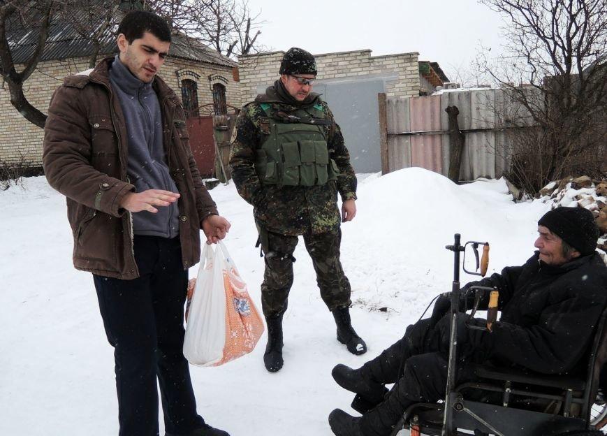 Військові-мешканцям-Красногорівки-3