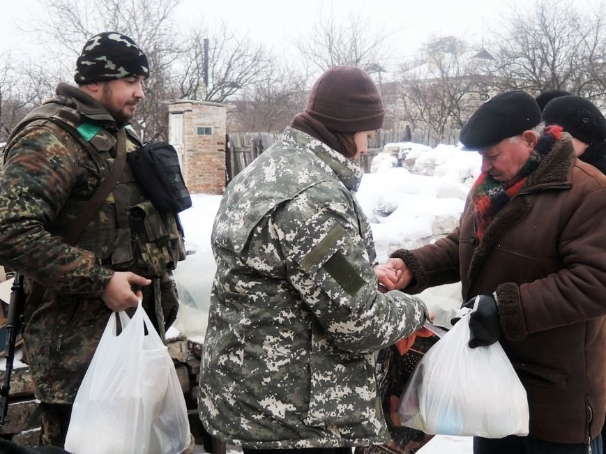 Військові-мешканцям-Красногорівки-1