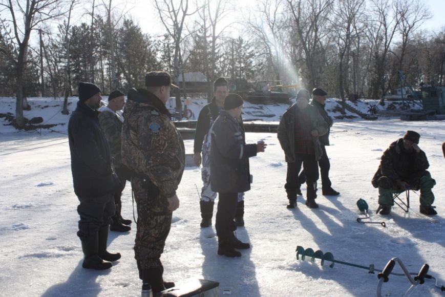 Спасатели и рыбинспекторы предостерегают любителей зимней рыбалки не рисковать собственными жизнью (фото) - фото 1