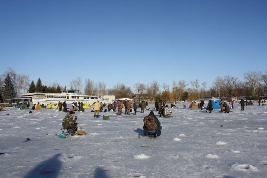 Спасатели и рыбинспекторы предостерегают любителей зимней рыбалки не рисковать собственными жизнью (фото) - фото 2