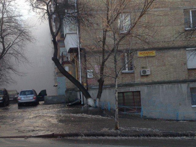 """Центр Киева остался без отопления из-за аварии на тепломагистрали, - """"Киевэнерго"""" (ФОТО) (фото) - фото 1"""