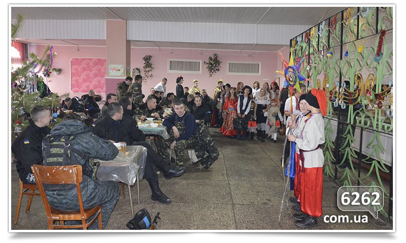 Славянские школьники поставили Вертеп для чиновников и солдат. (фото) - фото 4