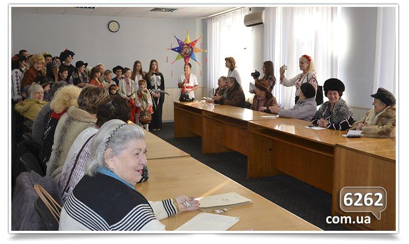 Славянские школьники поставили Вертеп для чиновников и солдат. (фото) - фото 1