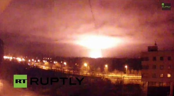 Во время ночного штурма донецкого аэропорта боевики применили страшное оружие -  над терминалом поднялся гигантский огненный гриб  (ФОТО) (фото) -...