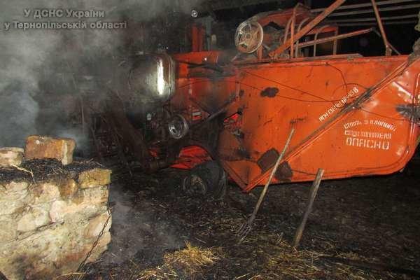 На Тернопільщині з невідомих причин загорівся комбайн (фото) (фото) - фото 1