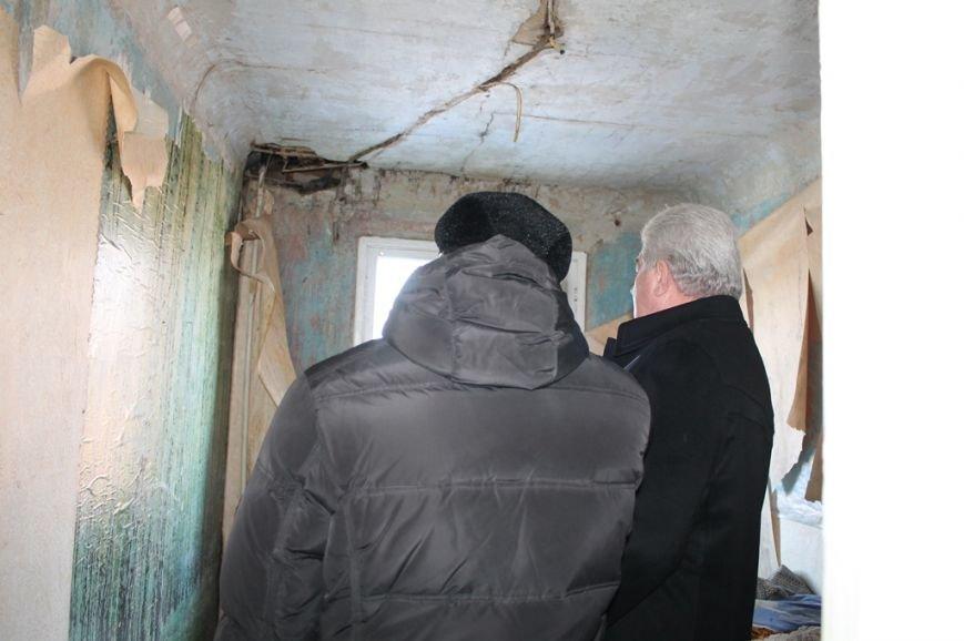 Мэр Артемовска взял под личный контроль восстановление квартир погорельцев по улице Победы, фото-2