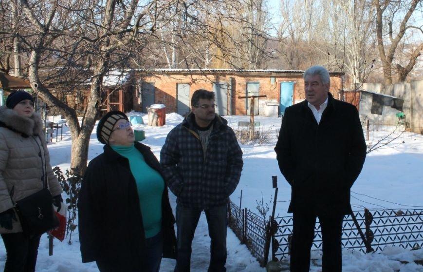 Мэр Артемовска взял под личный контроль восстановление квартир погорельцев по улице Победы, фото-1