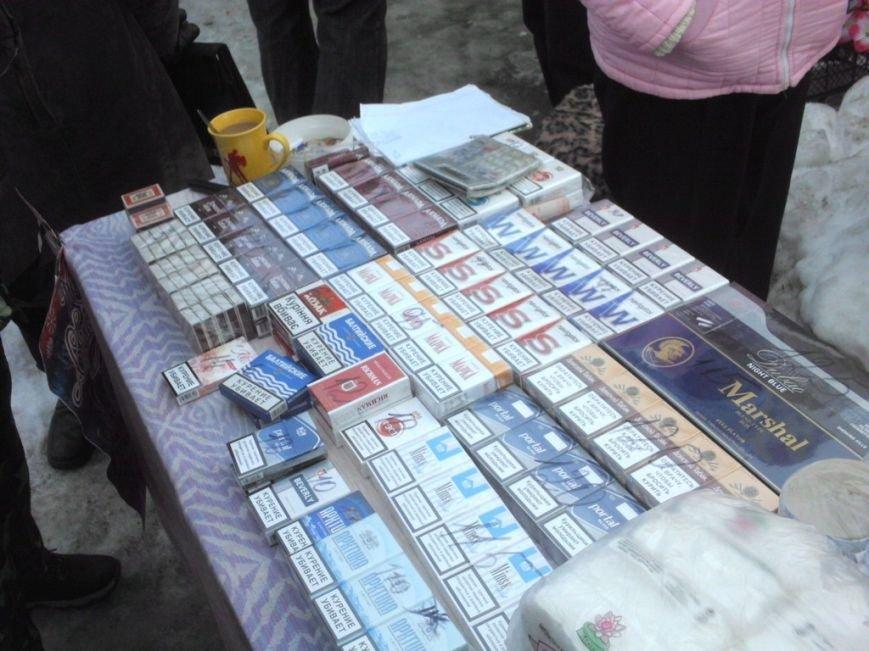 В Кривом Роге контрабандные сигареты продают несовершеннолетним (ФОТО, ВИДЕО) (фото) - фото 1