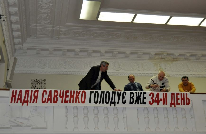 В Запорожье депутаты горсовета устроили флешмоб в поддержку Савченко (ФОТО), фото-2