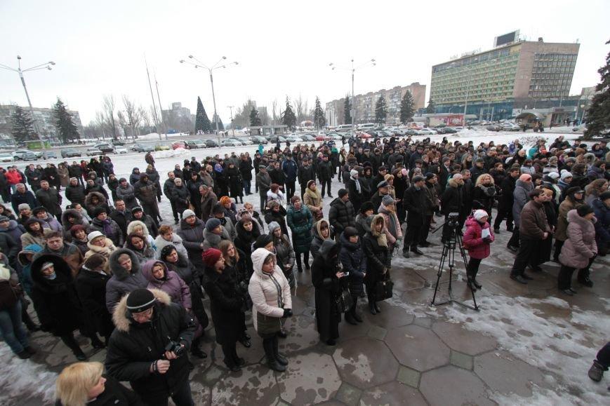 15 января: Разгром игровых залов бойцами Самообороны, митинг в память о погибших под Волновахой и флешмоб от депутатов горсовета (ФОТО) (фото) - фо...