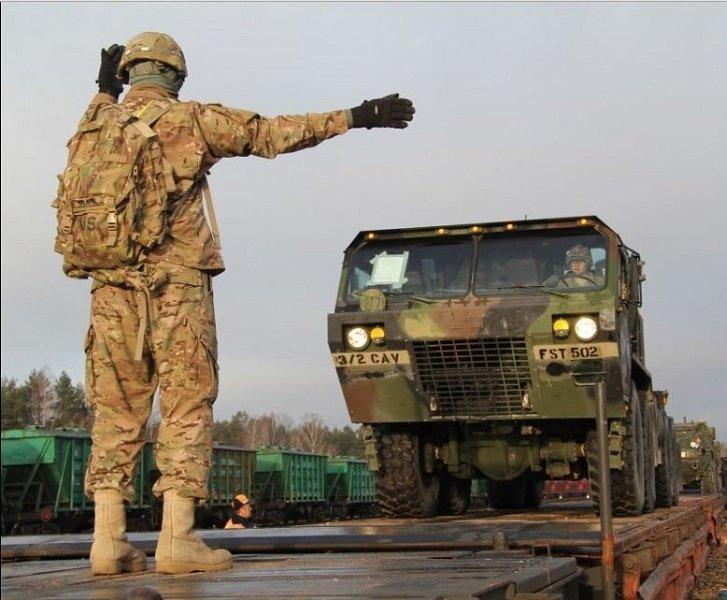 В Литву перевозят американскую военную технику (Фото) (фото) - фото 7