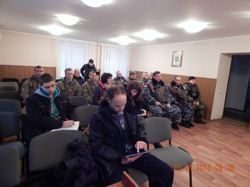 Сегодня утром очередная группа днепродзержинских милиционеров уехала в зону АТО (фото) - фото 5
