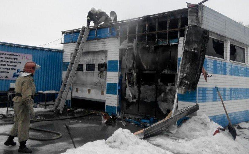 В Запорожье произошел пожар на СТО (ФОТО) (фото) - фото 3