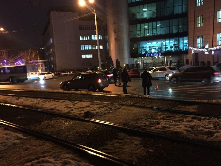 В Днепропетровске произошло ДТП, в результате которого пострадали 2 пешихода (фото) - фото 1