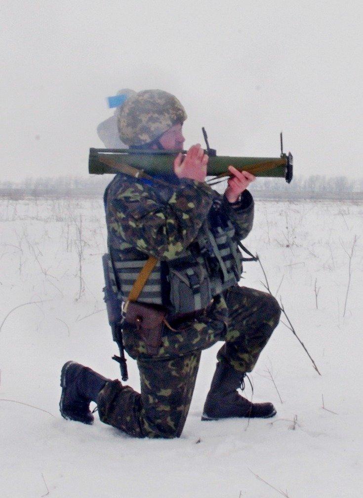 Под Мариуполем военные метали гранаты и стреляли из гранатометов (ФОТО) (фото) - фото 1