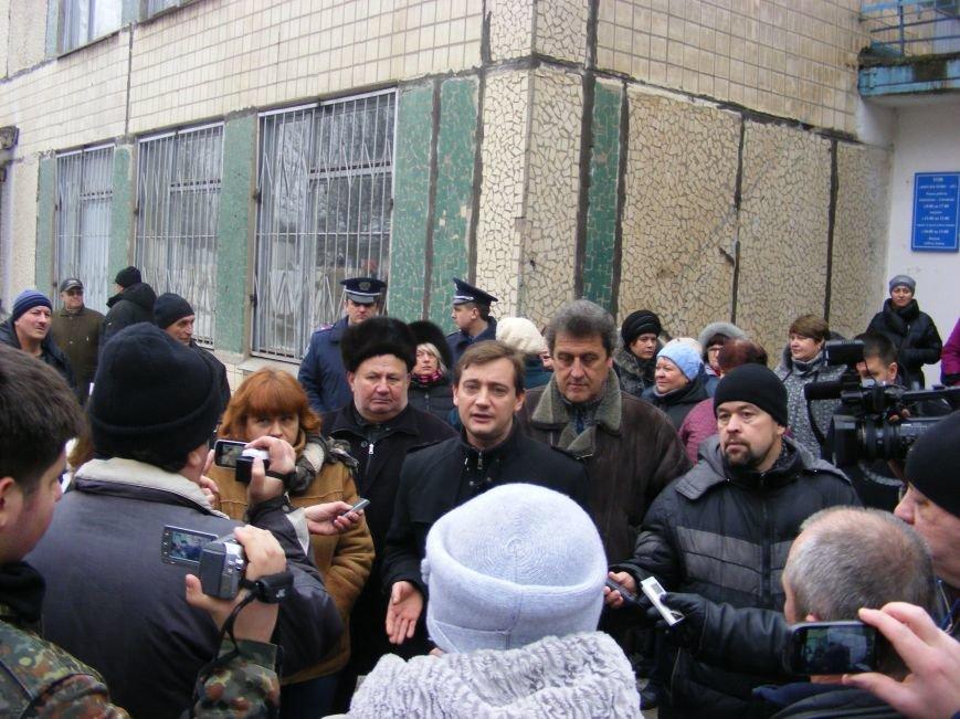 Криворожане, которых без их согласия перевели в частный ЖЭК, вышли на акцию протеста (ФОТО) (фото) - фото 1