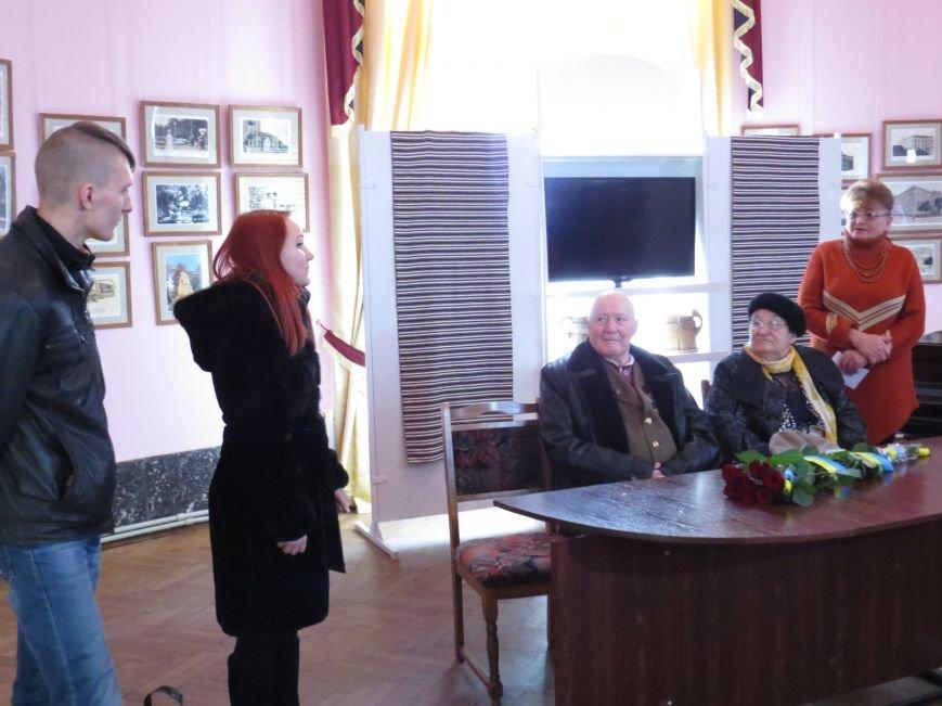 К.Родніна і Д.Федишин вітають Симчича