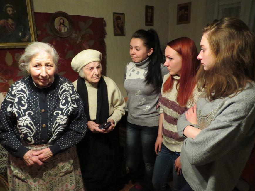 О.Ільків та Д.Гусяк з активістками