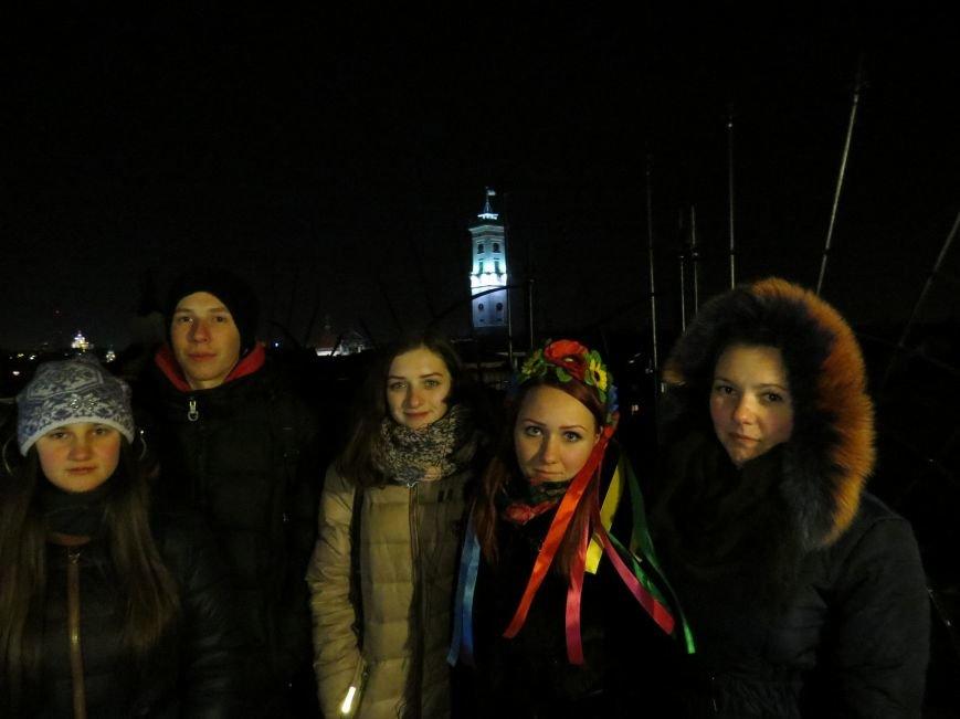 донбаські активісти на фоні львівської ратуші