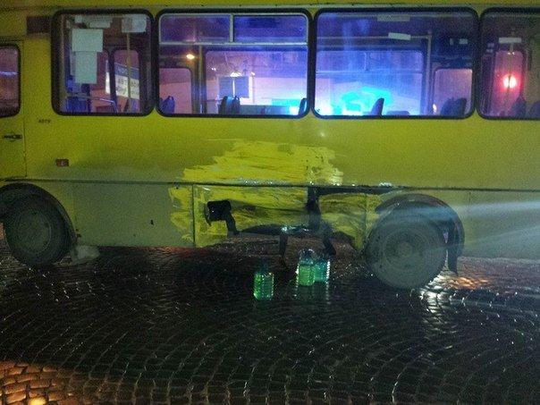У Львові в ДТП потрапив автобус із пасажирами (ФОТО) (фото) - фото 1