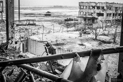 Эпицентр войны: сегодняшние фото из Донецкого аэропота (фото) - фото 1