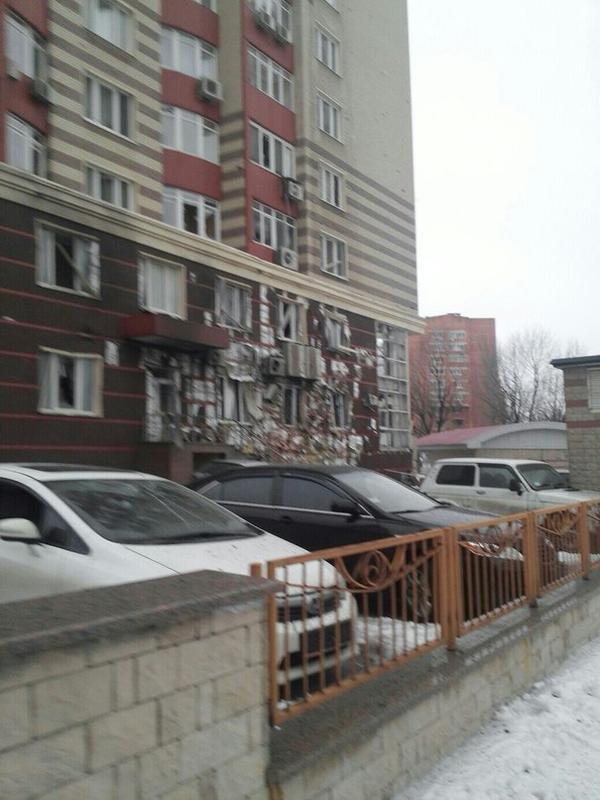 В Донецке в результате страшного артобстрела разрушены десятки домов, есть раненые (ФОТО) (фото) - фото 3