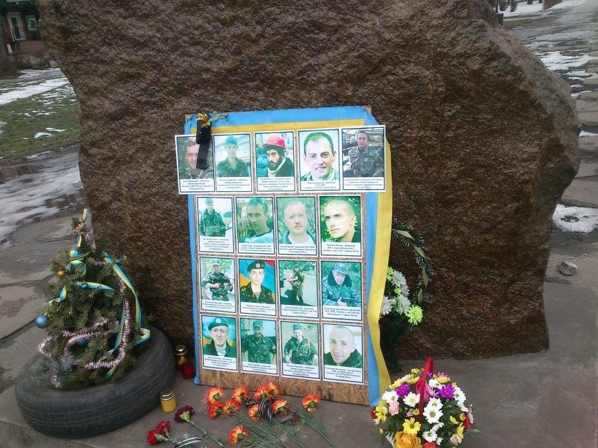 #JeSuisUkraine днепродзержинцы вышли почтить память погибших военных и жертв среди мирного населения Украины, фото-7