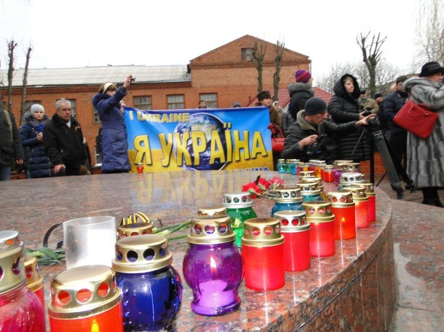 Хмельницький пройшов маршем солідарності у пам'ять за загиблими під Волновахою (фото) - фото 1