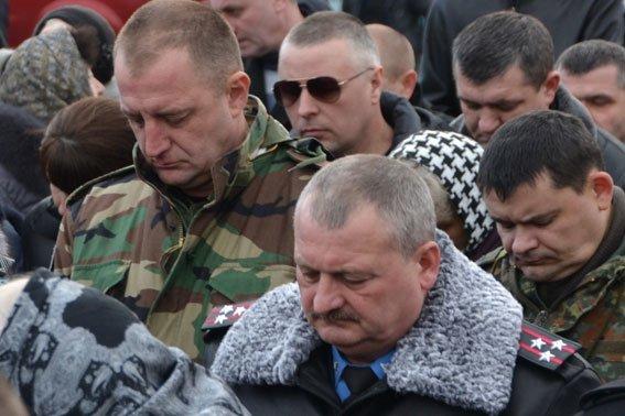ФОТОРЕПОРТАЖ: на Львівщині провели в останню дорогу Героя, який загинув в АТО (фото) - фото 1