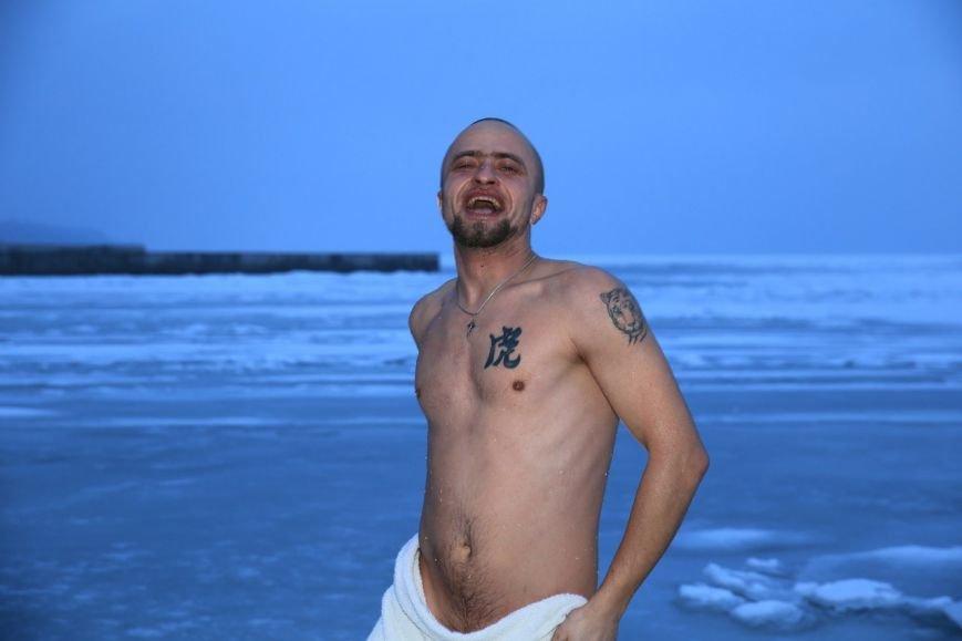 Полк «Азов» окунулся в Азовское море на Крещение (ФОТО) (фото) - фото 1